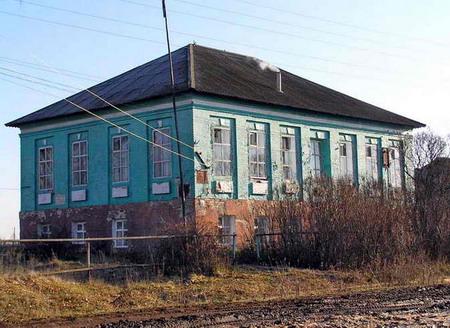 Исторические постройки разных лет в с. Рождественское.