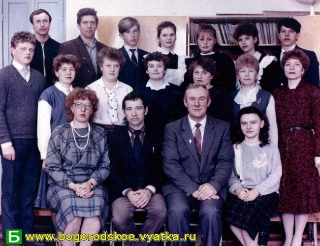 Выпускники Ошланской средней школы 1990 года.