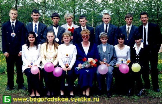 Выпускники Ошланской средней школы 2000 года.