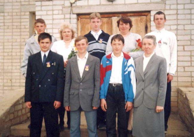 Выпускники Лобанской восьмилетней школы 2000 года. | 2000 | 2001 | 2002 | 2007 |