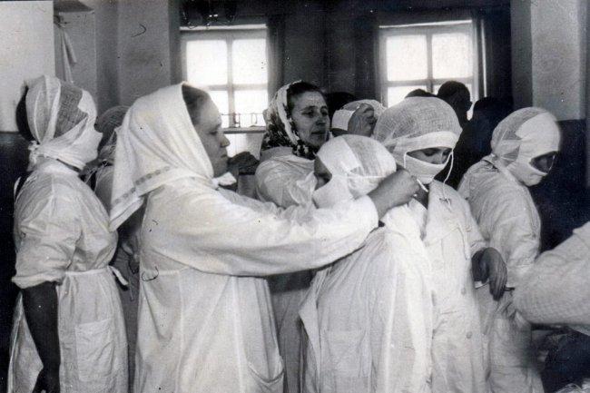 Люди в белых халатах...