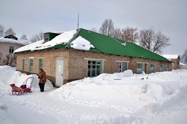 Ограждение на крыше детского отделениия ЦРБ не выдержало напор снега!
