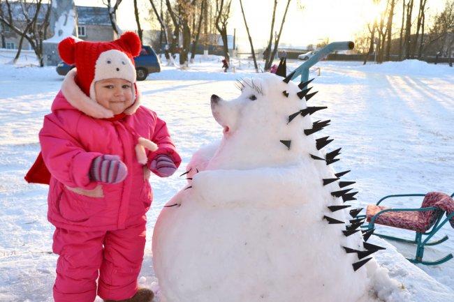 Снежные горки и сказочные фигуры появились в п. Богородское!