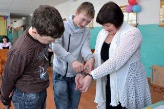 В Караульской и Ухтымской школах теперь знают всё о вредных привычках и о том, как берут отпечатки пальцев.