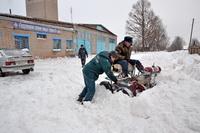 МЧСники и рыночники первыми вступили на борьбу со снегом!