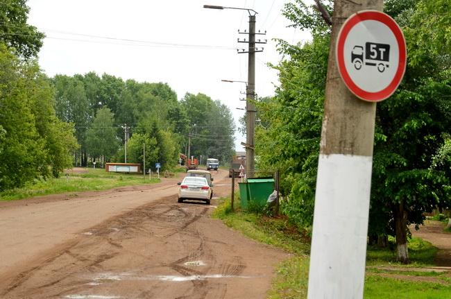 Для кого висит дорожный знак?