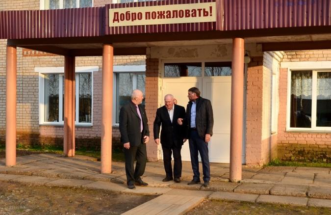 Ошланской школе поможет депутат ОЗС Владимир Шулаев