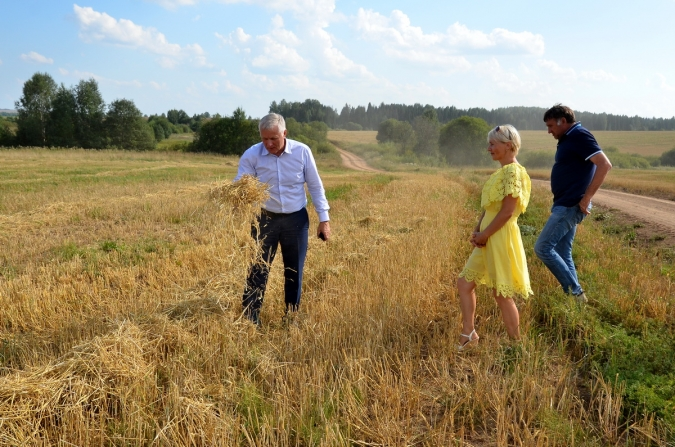 Сельхозминистр Алексей Котлячков провёл урок в поле